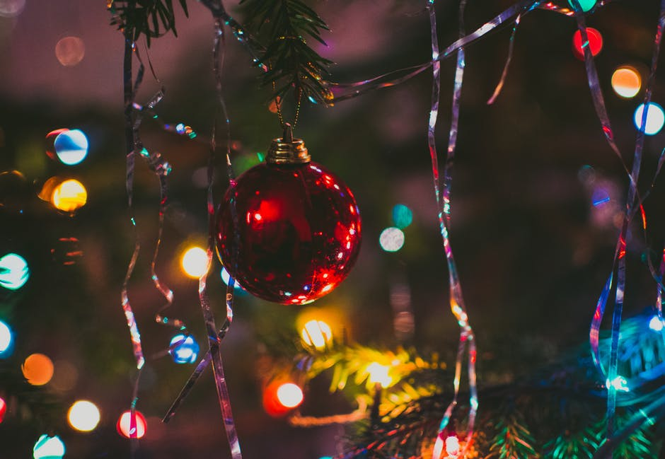 8 Home Holiday Lighting Trends | CleanandClearMN.com
