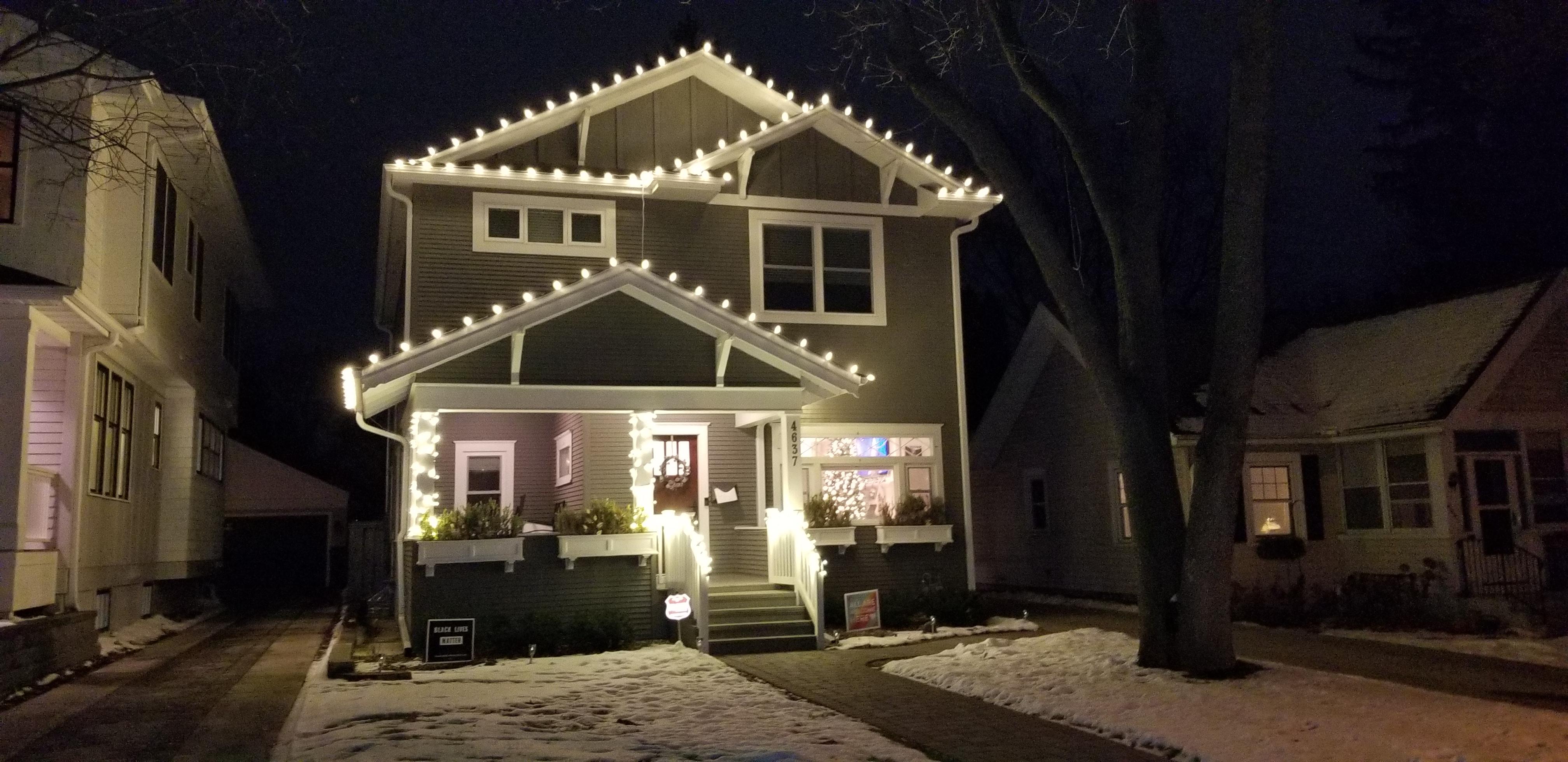 Christmas Lights Installer.Holiday Light Installation Christmas Holiday Lighting